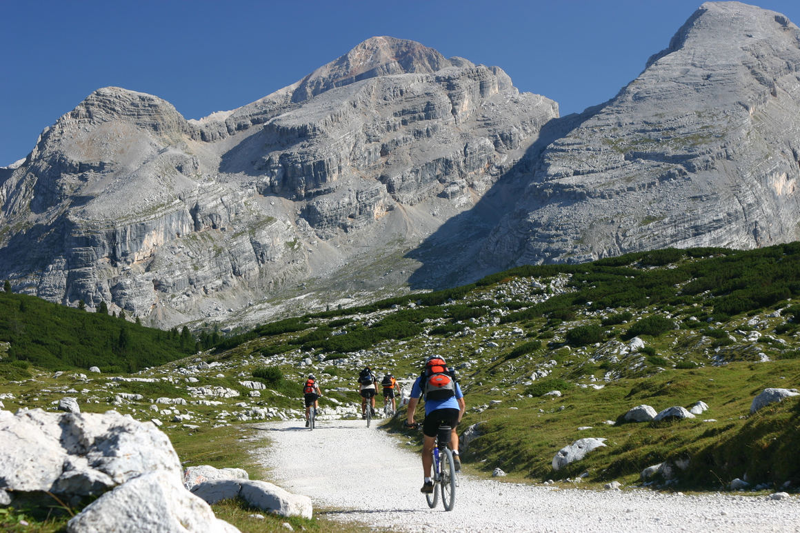 Seeing the Dolomites on two wheels